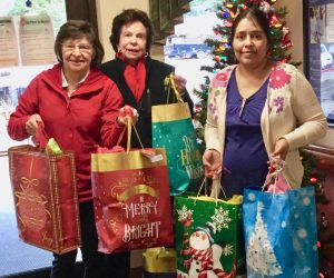 Providing Christmas gifts for residents in care centers