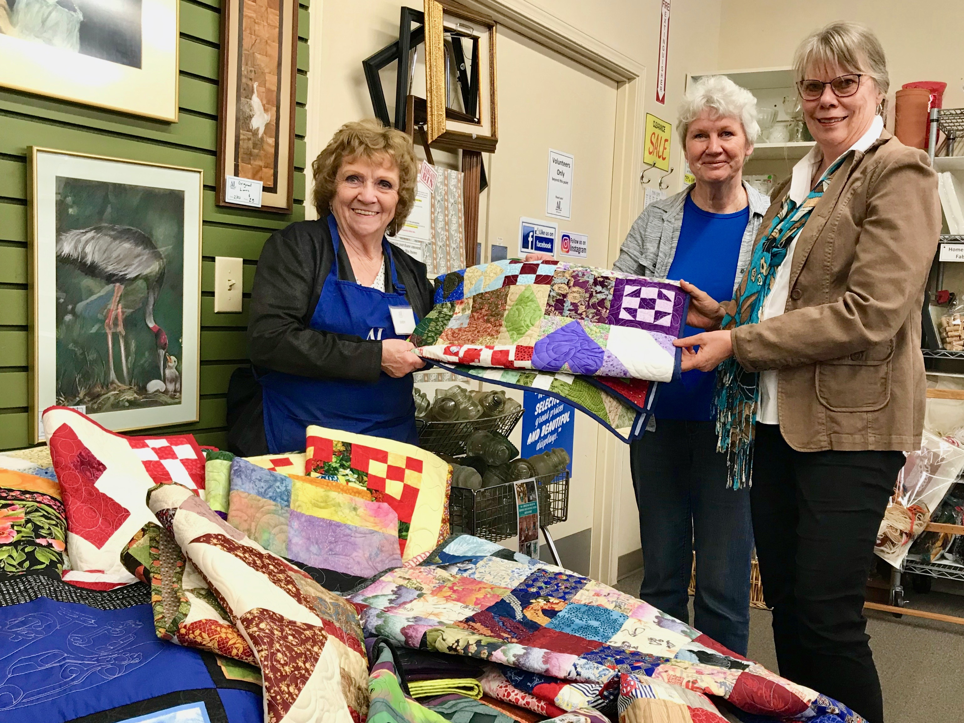 Pieceable Qulilters of Ferndale WA present quilts to Care Center Support program