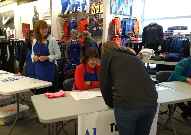Teen checking in at Teen Retail event