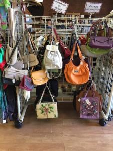thrift-handbags