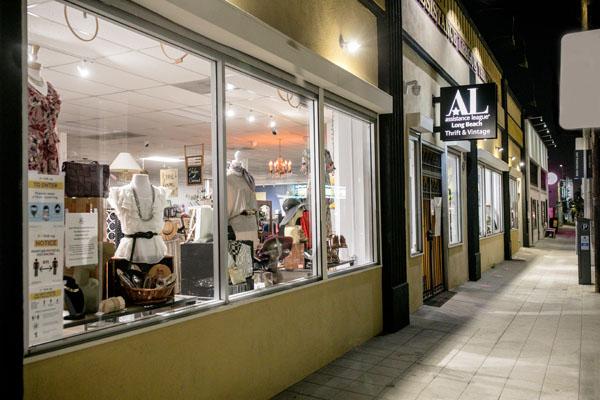 TS Storefront at Night 160a_600Wx400H_96_PS8