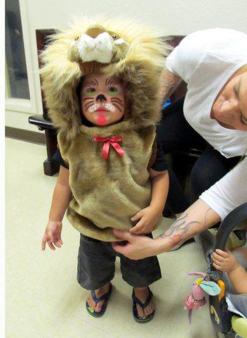 2015_FSH_Halloween_Lion_volunteer