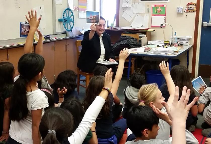Readers Are Leaders volunteer in classroom